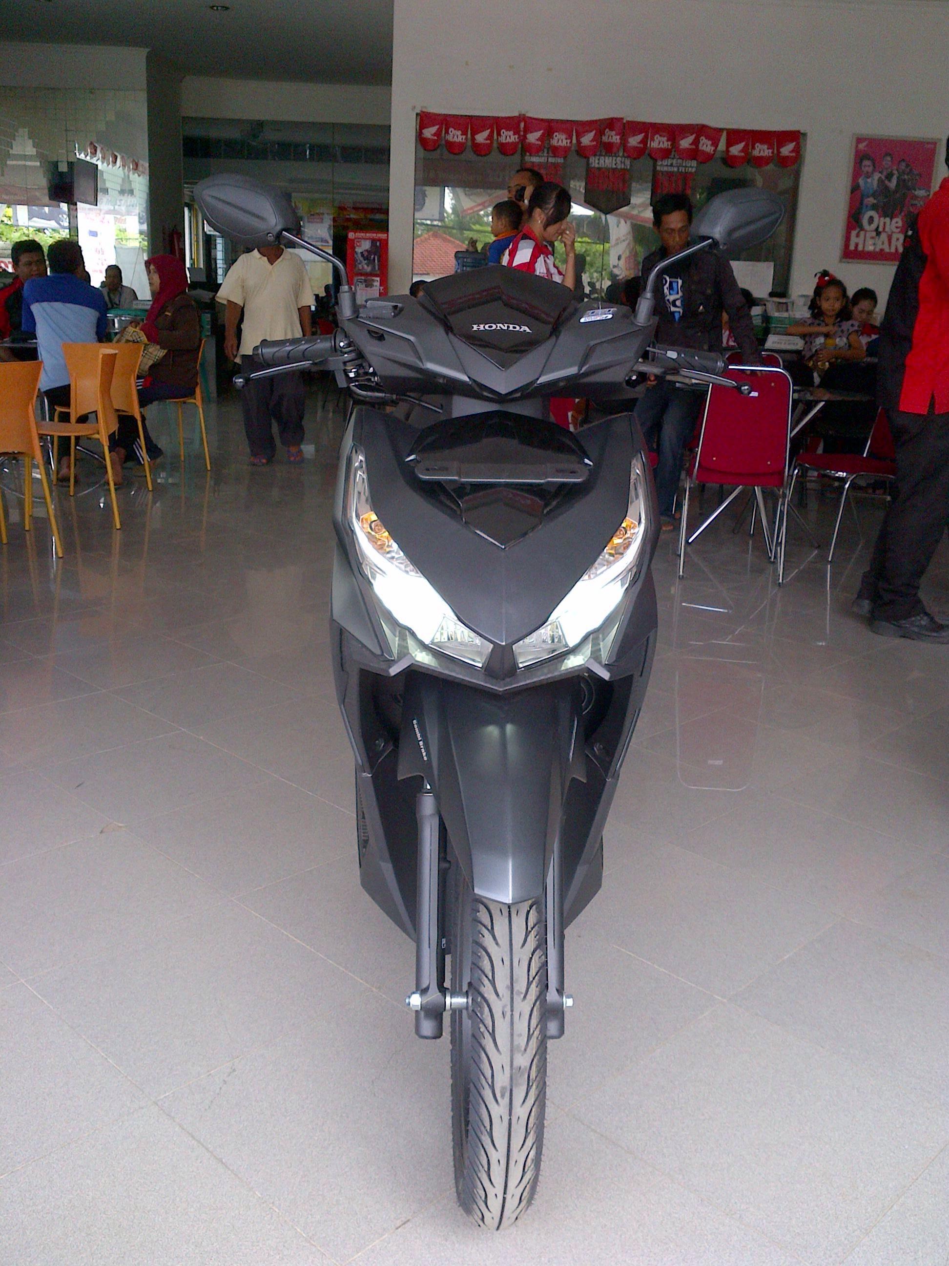 Simulasi Kredit Motor Honda Vario 125 New Esp Cbs Iss Sonic White Red Solo Warungbiker Com
