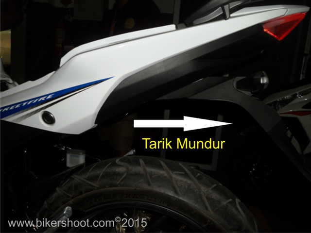 Cara Melepas Rear Fender Honda All New CB150R (2)