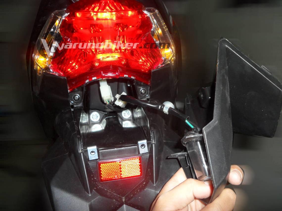 Cara Mengganti Lampu Rem Vario 125 - Vario 150  (3)