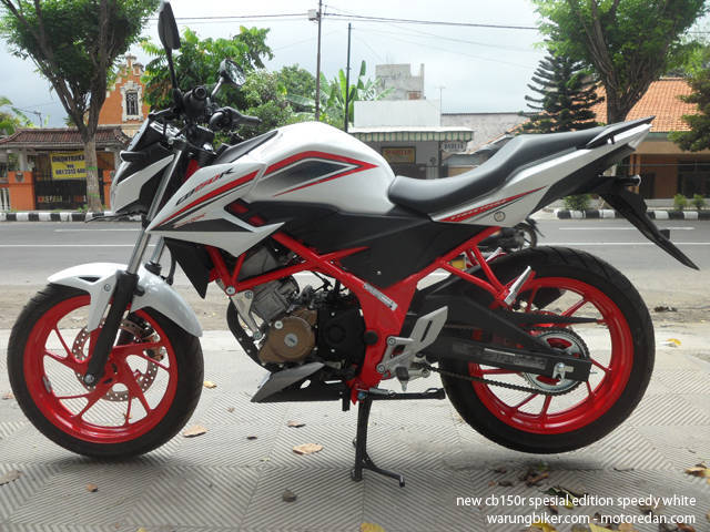 Honda New CB150R Spesial Edition Speedy White (1)