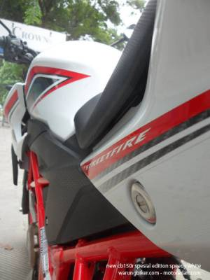 Honda New CB150R Spesial Edition Speedy White (14)