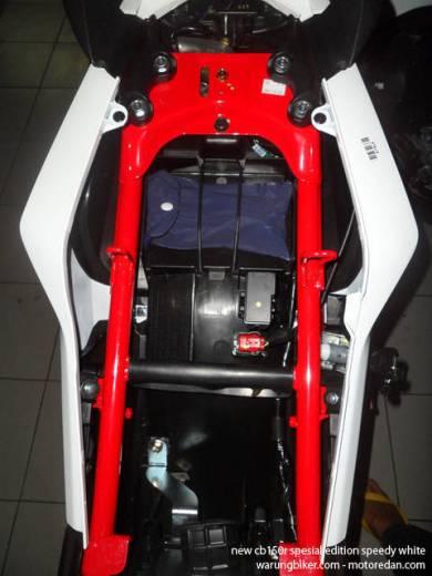 Honda New CB150R Spesial Edition Speedy White (21)