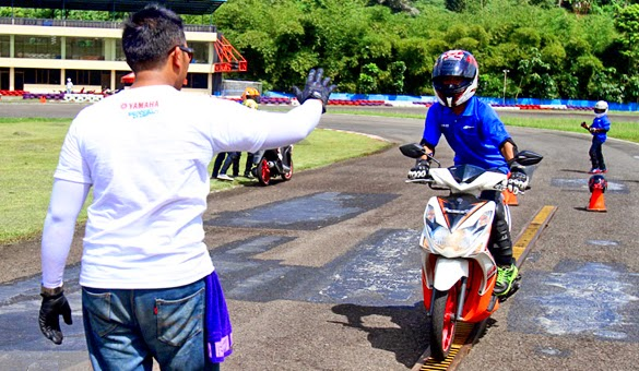 latihan-safety-riding-pengereman (1)