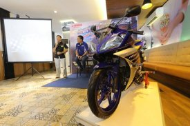 Yamaha R15 Facelift 2016 Racing Blue