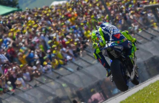 Valentino Rossi Alami Defisit Mesin & Poin