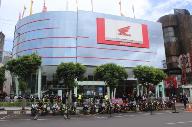 Serius Garap Pasar Big Bike di Jatim, AHM & MPM Distributor Resmikan Showroom Big Wing Surabaya (1)