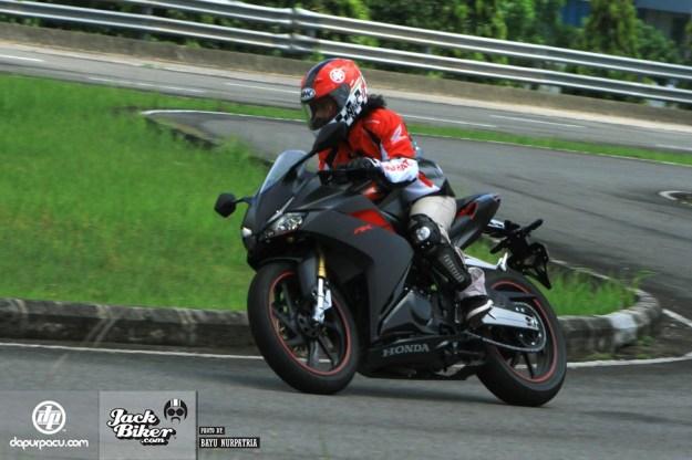 test-ride-oleh-media-gigi-5-all-new-honda-cbr250rr-tembus-165-kpj