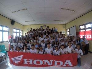 peduli-keselamatan-berkendara-mpm-jatim-gelar-honda-safety-riding-academy-di-kupang-4