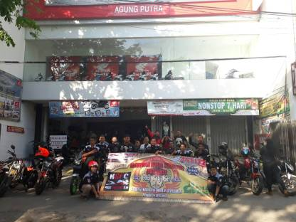 CSR Bersama APM, Kediri Street Fire Club (KSFC) Lakukan Bagi Takjil Gratis (3)