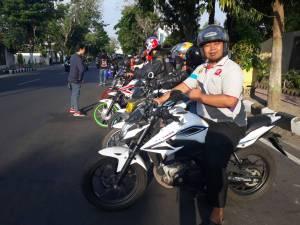 CSR Bersama APM, Kediri Street Fire Club (KSFC) Lakukan Bagi Takjil Gratis