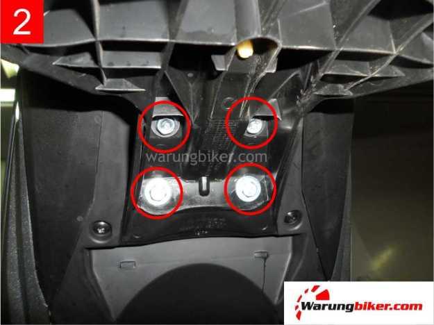 Cara Melepas Spakbor Belakang Honda Supra GTR 150 (2)