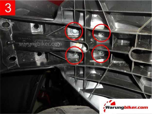 Cara Melepas Spakbor Belakang Honda Supra GTR 150 (3)