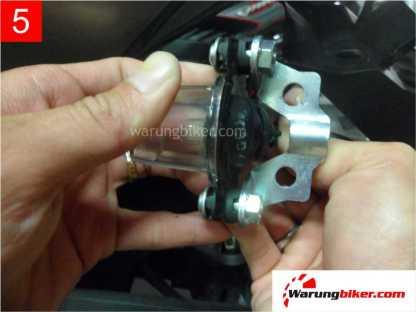 Cara Melepas Spakbor Belakang Honda Supra GTR 150 (5)