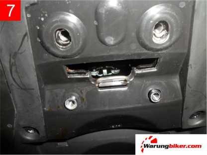 Cara Melepas Spakbor Belakang Honda Supra GTR 150 (7)