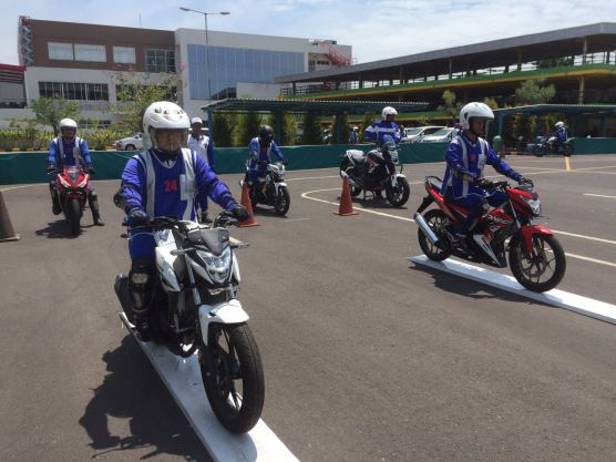Perdana, MPM Gelar Kompetisi Safety Riding For Blogger Jatim, Seru Mas bro! (4)
