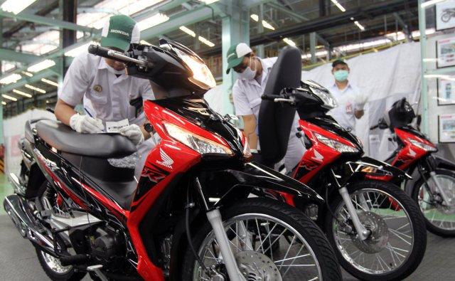 AHM Hadirkan 2 Pilihan Warna Baru Honda Supra X 125 FI Tahun 2018 (2)