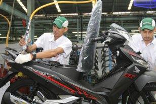 AHM Hadirkan 2 Pilihan Warna Baru Honda Supra X 125 FI Tahun 2018 (3)