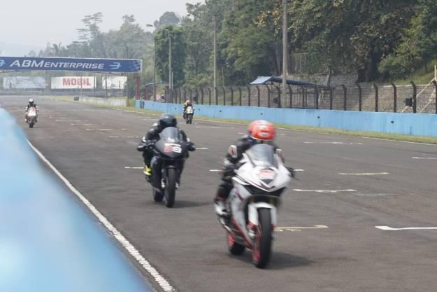 Wakil Honda Jatim Sabet Juara Race Day CBR seri 2 di Sentul
