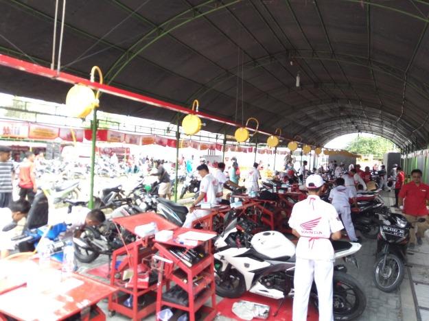 Antusias, Warga Serbu Servis Gratis Motor Honda di Palu (1)