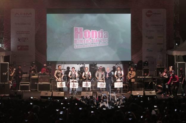Pecah, Ribuan Bikers Honda Ramaikan HBD 2018 di Pangandaran (1)