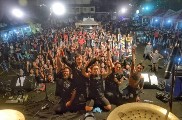 2000 bikers meriahkan 10 tahun surabaya beat club