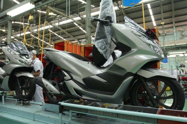 Matte Silver,  Warna Baru Honda PCX 150 Tahun 2019