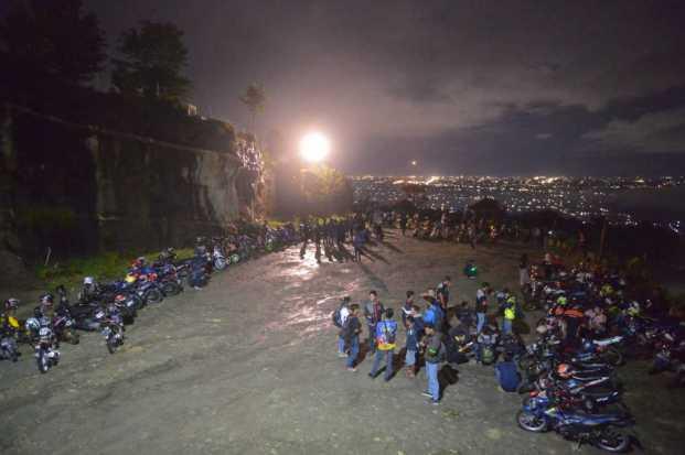 Ratusan Bikers Antusias Ikuti Suzuki Saturday Night Ride Yogyakarta (1)