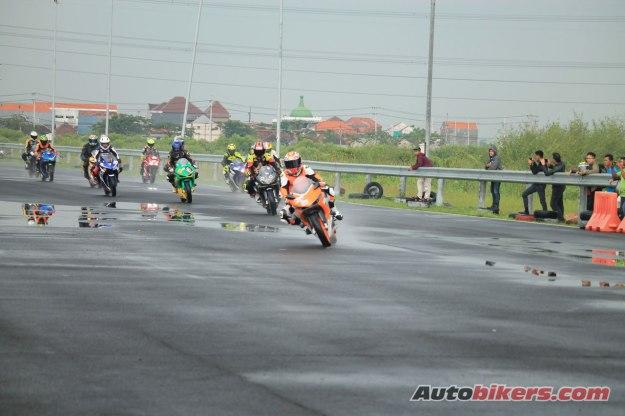 Bareng COINS, MPM Sukses Gelar Cornering Day CBR di Sirkuit Bung Tomo Surabaya (1)