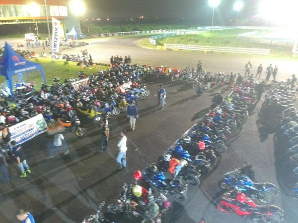 Pemilik & Komunitas Suzuki Surabaya Antusias Ikuti Saturday Night Ride (2)