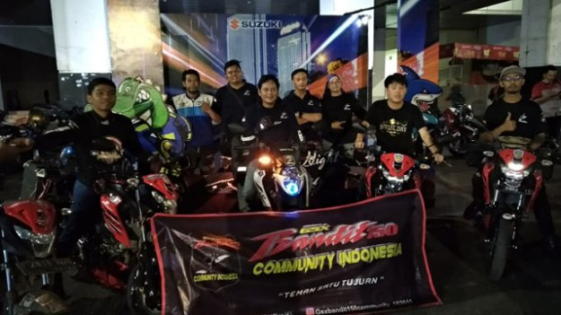 Pemilik & Komunitas Suzuki Surabaya Antusias Ikuti Saturday Night Ride (4)